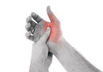 Болит большой палец на руке в суставе: список причин и методов лечения