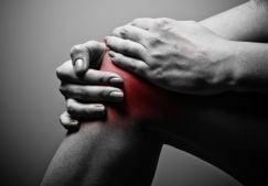 Боль в коленном суставе при сгибании и разгибании: полный список причин, как лечить недуг