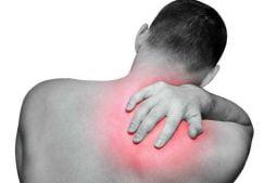 Боли под правой лопаткой сзади со спины — причины возникновения, лечение