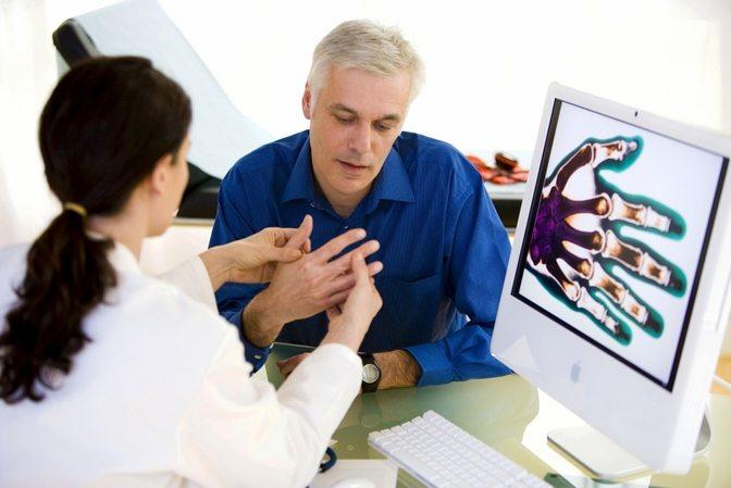 Изображение - Какой врач занимается суставами пальцев vrach-po-sustavam-i-kostyam-kak-nazyvaetsya