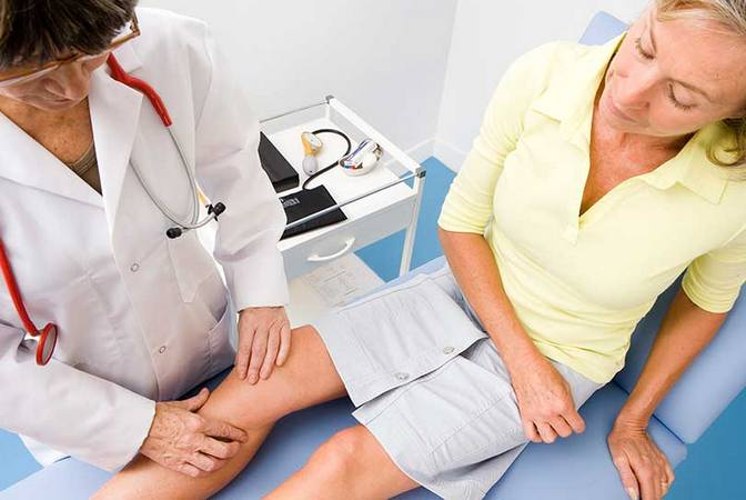 Болит колено сбоку к какому врачу thumbnail