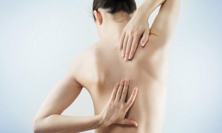 Боли в грудном отделе у женщины