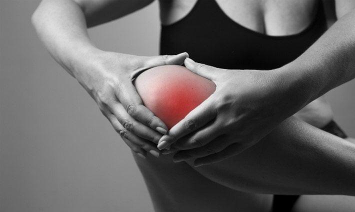 Повреждение связок коленного сустава сколько держится отек