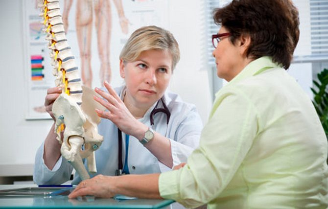 Пациент жалуется врачу на боль в шее