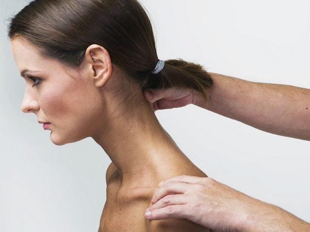 massazh-shejnogo-otdela-pozvonochnika-pri-osteoxondroze-doma
