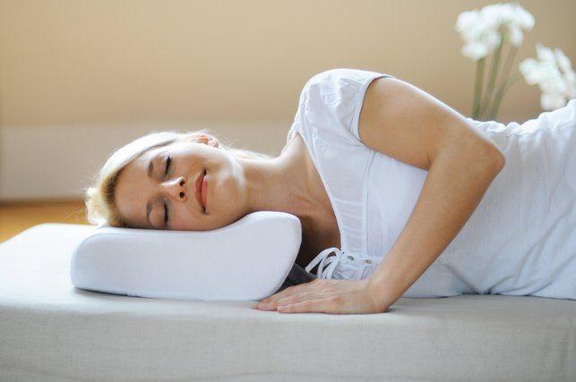 Правильный сон при шейном остеохондрозе выбираем ортопедическую подушку