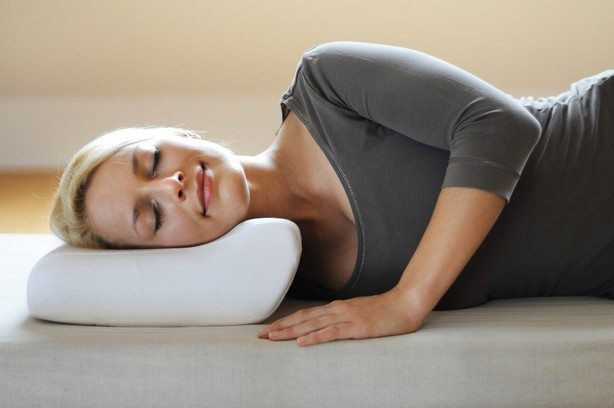 Сон на ортопедической подушке при остеохондрозе