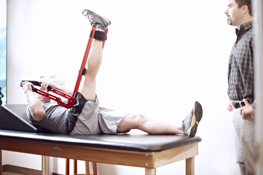 После эндопротезирования коленного сустава заболела здоровая нога